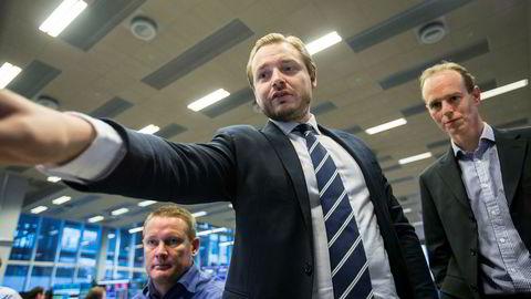 DNB Markets beholder førsteplassen som landets beste meglerhus også i år ifølge investorene. Her representert ved fra venstre meglersjef Thomas Breivik, aksjesjef Alexander Opstad og strateg Paul Harper.