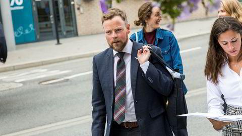 Næringsminister Torbjørn Røe Isaksen og politisk rådgiver Hannah Sumeja Atic. Bildet er tatt under Arendalsuka i år.