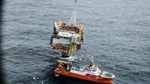 Mange aksjer på Oslo Børs er knyttet til olje- og offshorevirksomhet og påvirkes i stor grad av endringer i oljeprisen.