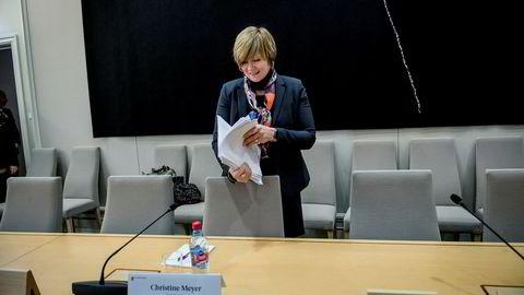 Christine Meyer hadde med seg en bunke dokumenter på stortingshøringen i januar, men innsyn i notater fra møter hun selv var til stede på, har hun ennå ikke fått.