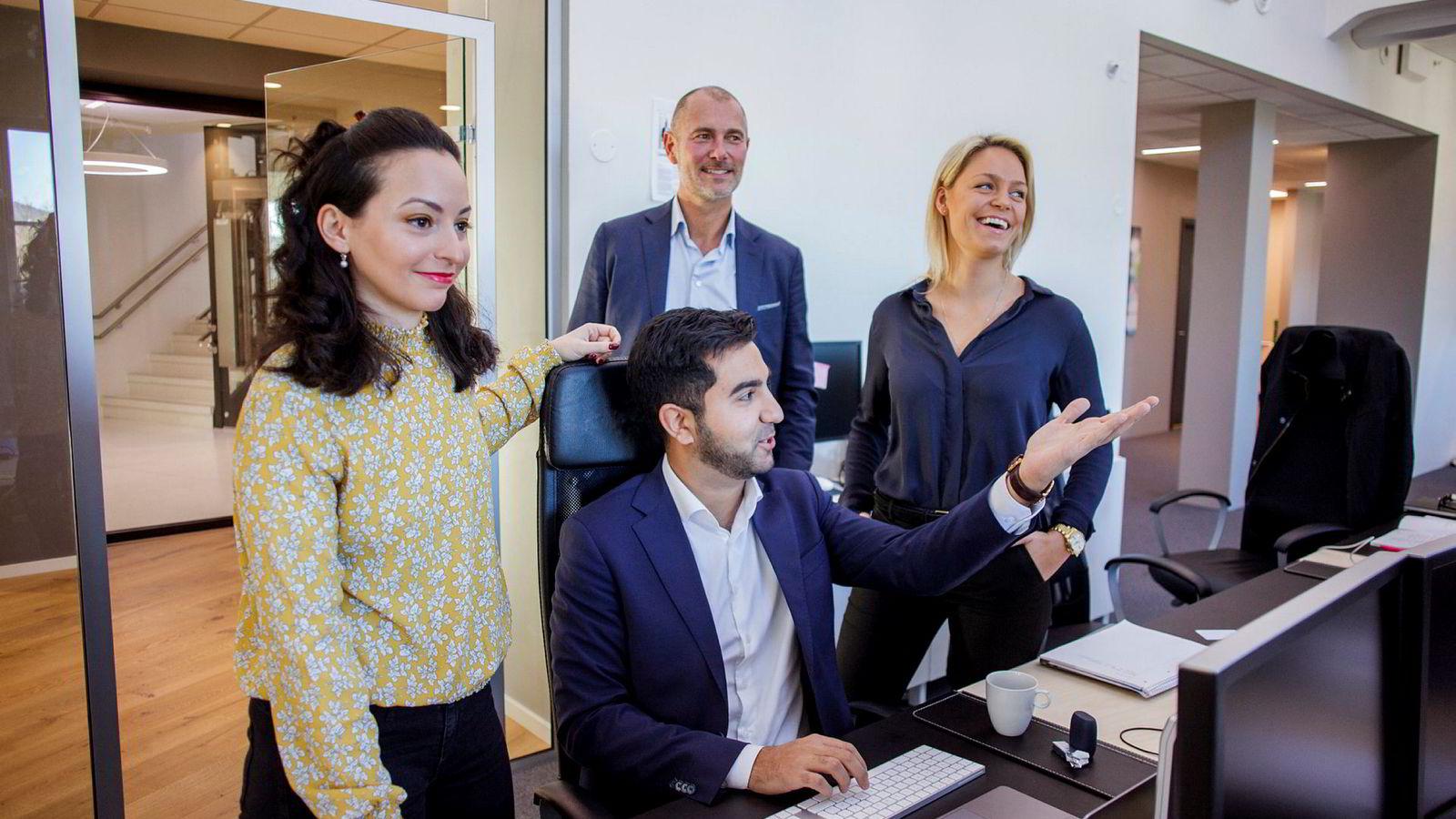 Vi får stadig henvendelser fra topptalenter fra de store konsulenthusene og store internasjonale selskaper sier Agera-sjef Andreas Wabø (bak). Fra høyre Tale Lefdal Helland, Andreas Wabø, Shayan Seyedin og Kremena Tosheva.