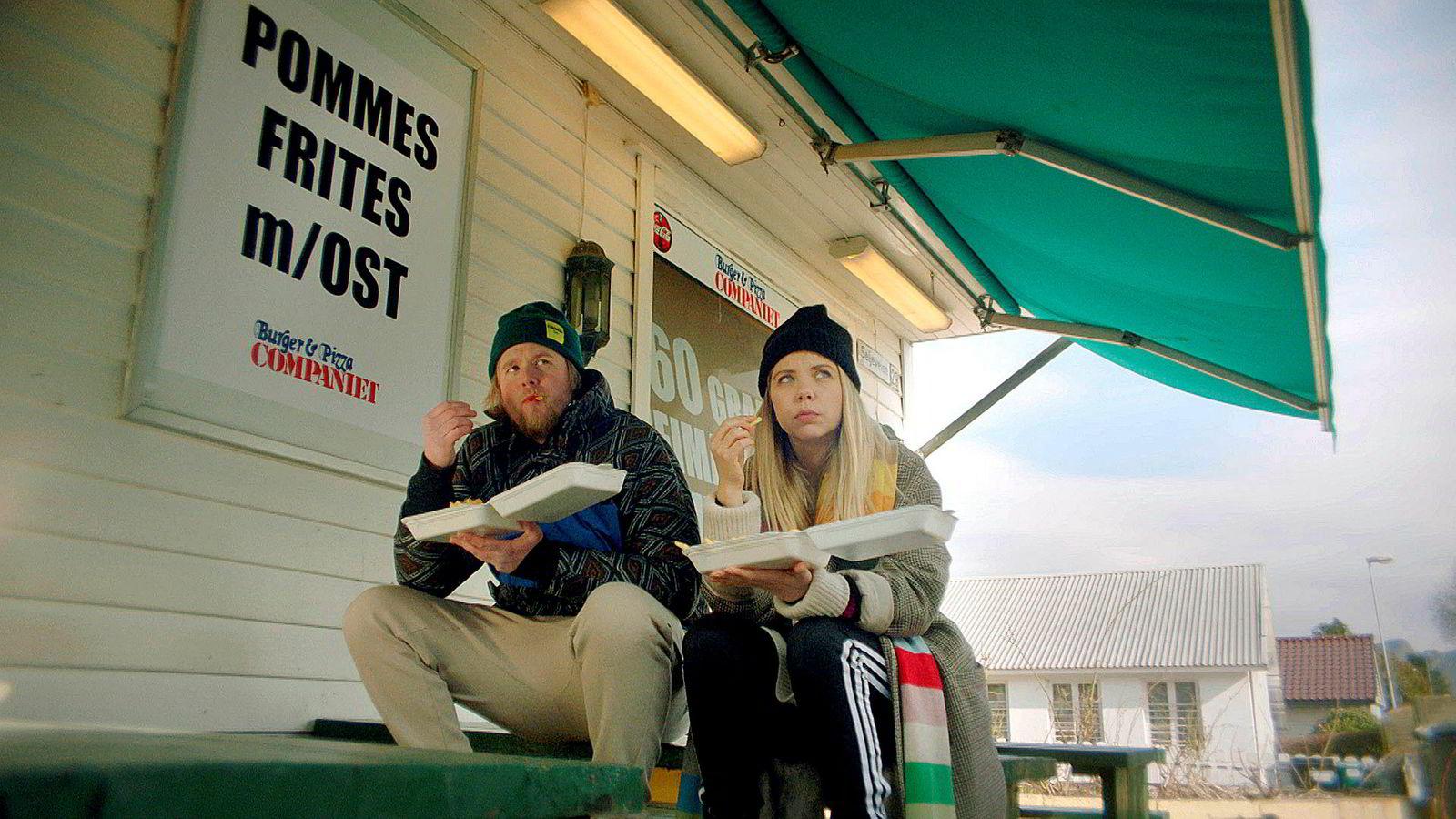 Alex (Alexandra Gjerpen) reiser hjem til Sandnes til jul. Der møter hun igjen eksen Kimmo (Ole Christoffer Ertvåg).