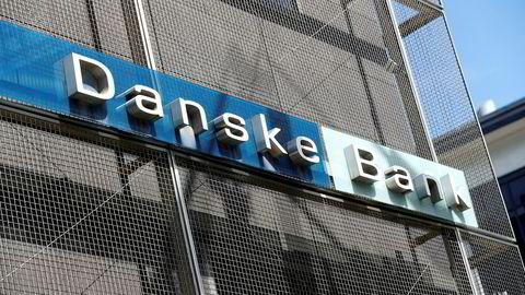 Her er skiltet utenfor Danske Banks estiske filial der flere tusen milliarder kroner skal ha blitt sluset gjennom i mistenkelige transaksjoner.