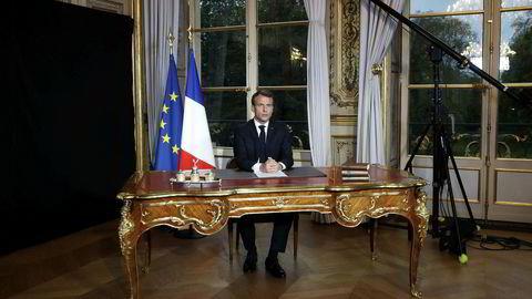 Frankrikes president Emmanuel Macron sier at Notre-Dame skal gjenreises innen fem år.