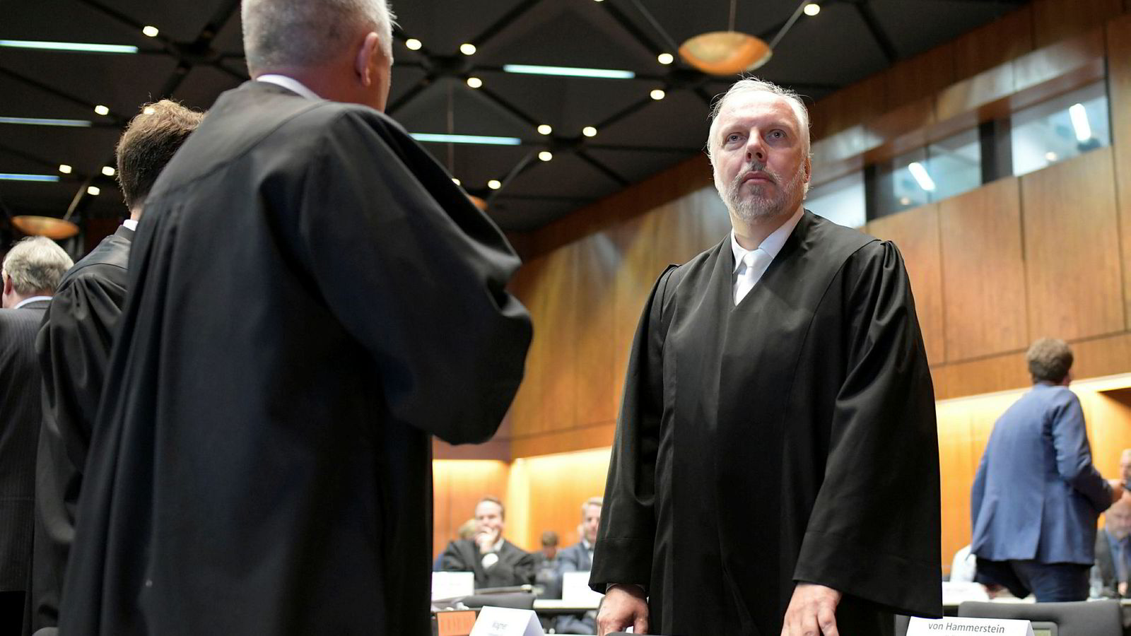 Advokat Markus Pfueller er en av rundt 50 advokater som håndterer saken for Volkswagen. Her fra første dag av rettssaken mandag.