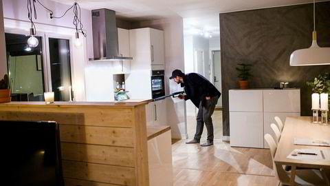 Fredrik Lian har akkurat flyttet fra Bergen til Oslo og er på sin andre visning i hovedstaden. Han leter etter en treroms.