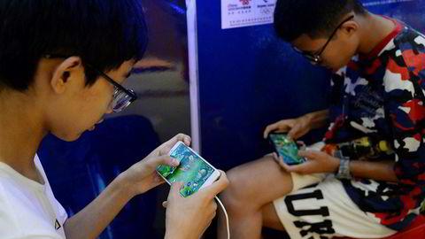 Det kinesiske selskapet Tencent står bak en av verdens største spillplattformer. «Honour of Kings» er populært, men kinesiske myndigheter forsøker å regulere lanseringen av nye spill. Det har kostet investorer mye.