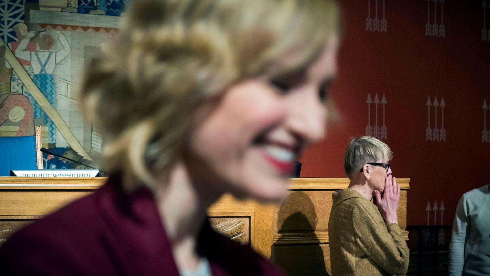 Ifølge Astrid Søgnen (fra høyre) er hele saken som førte til at hun måtte gå av som utdannelsesdirektør, en ren konstruksjon fra Inga Marte Thorkildsens side. Her under torsdagens høring i Oslo bystyre.