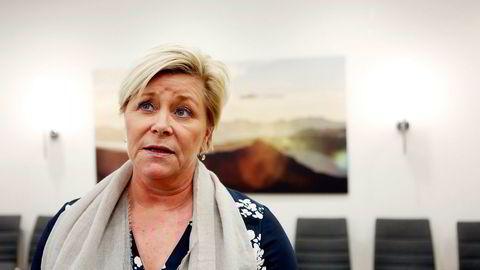 Finansminister Siv Jensen leier hytte og båtplass av en av Norges rikeste familier. Hun sier hun «vil hun være svært påpasselig ved fremtidige habilitetsspørsmål».