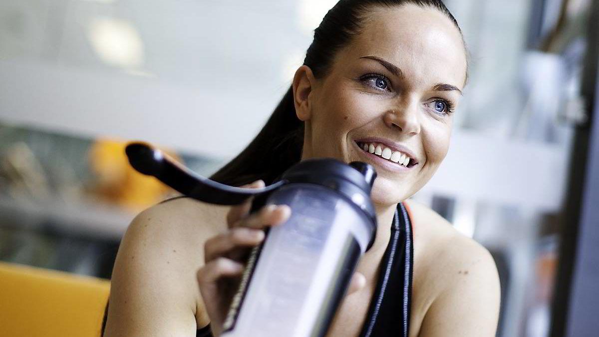 """Det har ikke skortet på medstudenter som mente fitnessutøver Ida Øian ikke ville klare å kombinere fulltidsjobb, grunnfagsstudier, masterstudier og trening. -Det føles deilig å klaske vitnemålet i bordet og si: """"Jeg har levert, har du?"""""""