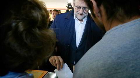 Spanias statsminister og partileder for Partido Popular, Mariano Rajoys, avgir sin stemme i Madrid. Foto: Cesar Manso,