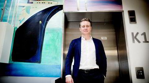 Akastor ledes av Kristian Røkke, og fikk et justert driftsresultat (ebitda) på 166 millioner kroner i fjerde kvartal - et fall på 66 prosent fra samme periode året før.