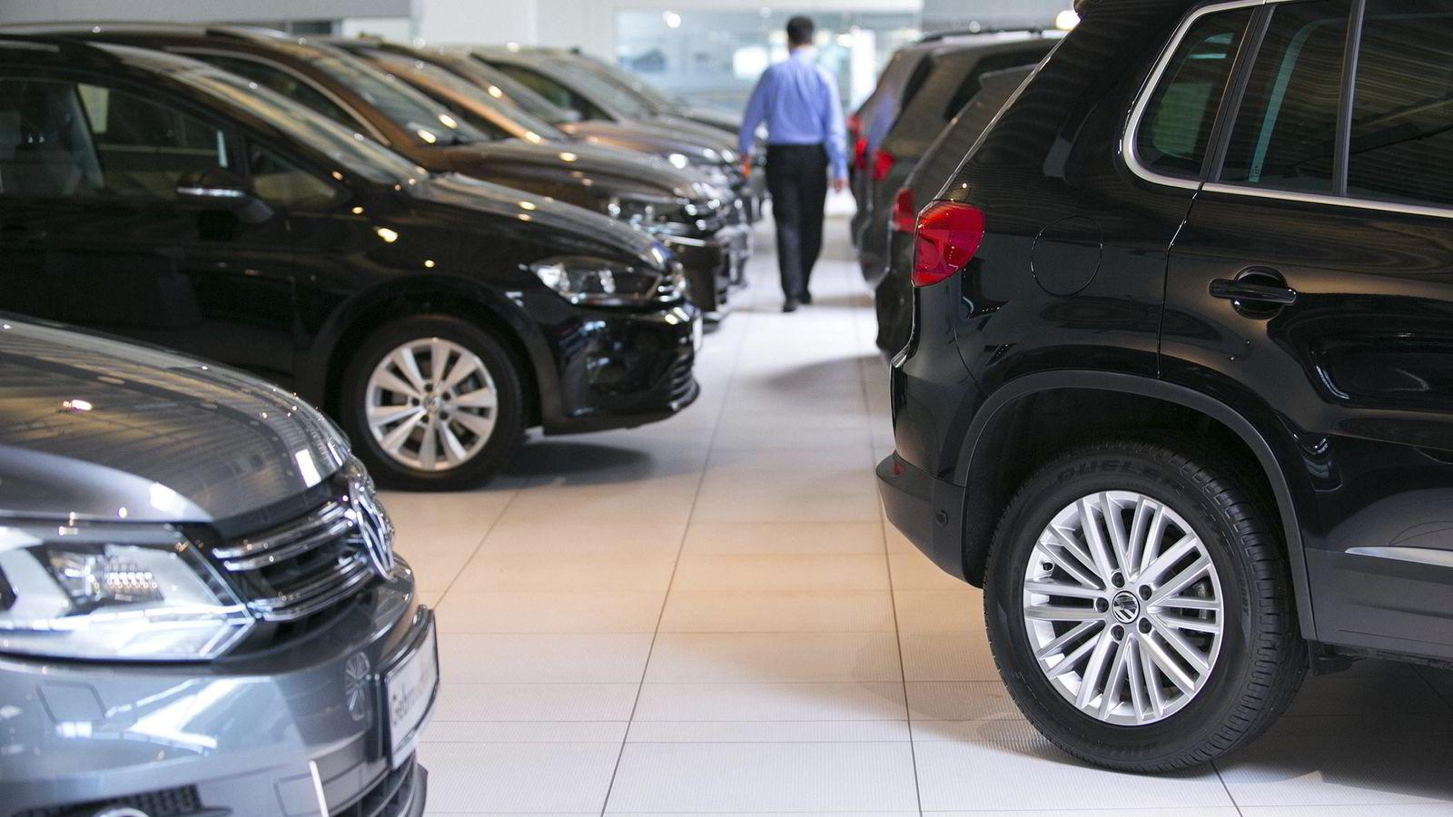 Importører og forhandlere av Volkswagens dieselbiler kan i verste fall måtte betale ekstra avgift, dersom det viser seg at bilene har hatt feil typegodkjenning. Foto: Krisztian Bocsi/