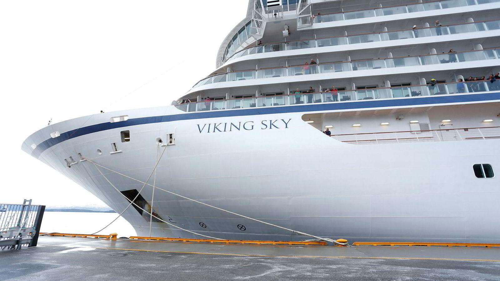 Cruiseskipet Viking Sky ankom søndag Molde etter problemene som oppsto over Hustadvika i Møre og Romsdal lørdag.