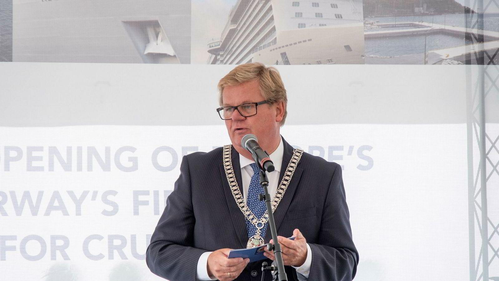 Kristiansandsordfører Harald Furre sier han angrer på at politikerne ikke tok et skikkelig oppgjør med facebooksiden Sørlandsnyhetene før valget.