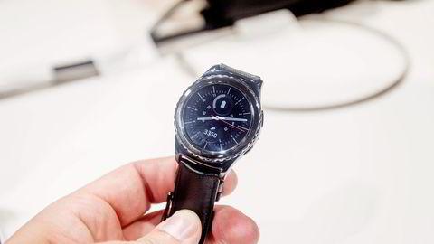 Samsung har videreutviklet sin smartklokke, Gear S2. Foto: Magnus Eidem