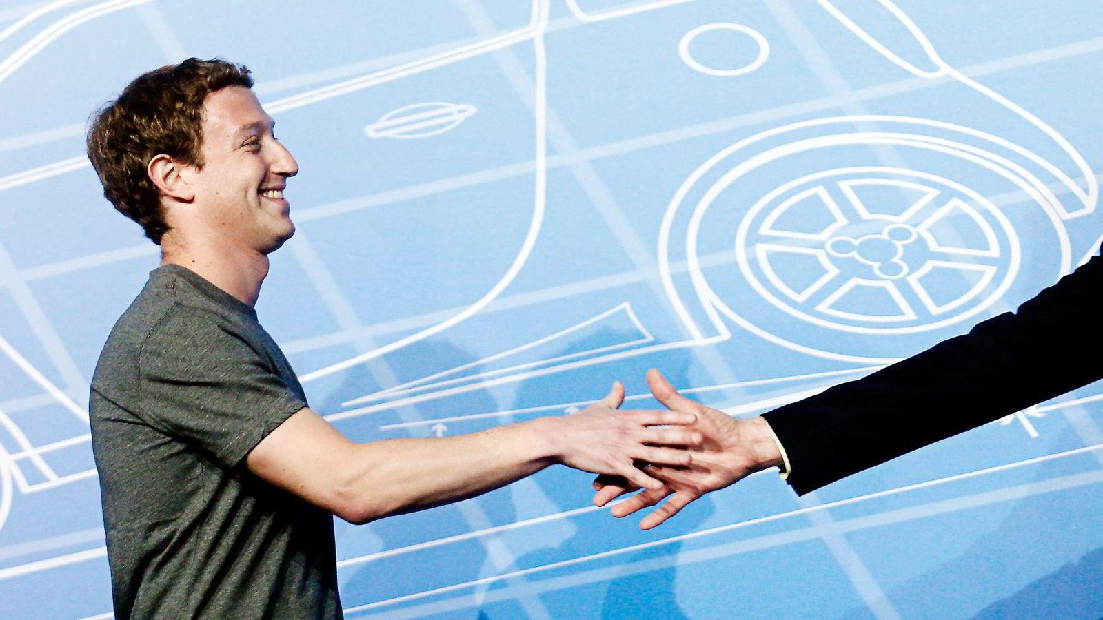 Facebook-sjef Mark Zuckerber ønsker å kunne tilby betalingstjenester og overføring av penger mellom sine brukere. Nå har han ansatt PayPal-sjef David Marcus.