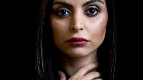 Bryter stillheten. Det har tatt henne noen år i ensomhet med skriving, men nå er Sara Omars romandebut på alles lepper i Danmark. Til våren kommer «Dødevaskeren» på norsk