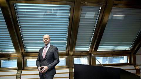 Yngve Slyngstad, administrerende direktør i NBIM (Norges Bank Investment Management), som forvalter Oljefondet, råder departementet til å dumpe Europa-aksjer og kjøpe seg opp i Nord-Amerika.