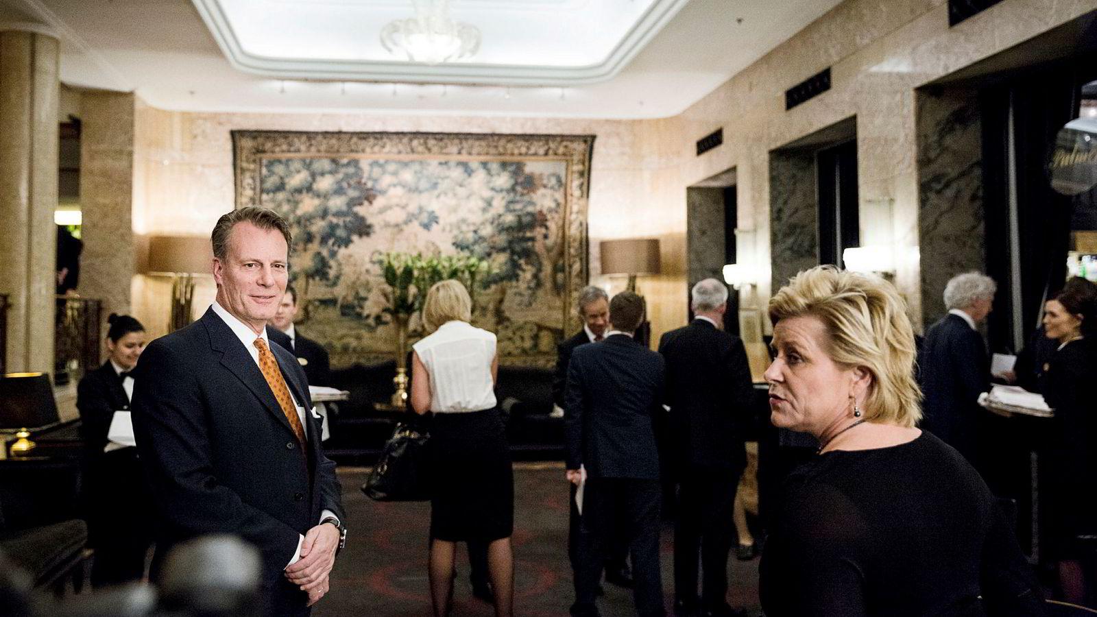 Siv Jensen gjorde avtale med Johan H Andresen om leie av båtplass i mai 2018. Her er de to sammen på middagen etter sentralbanksjefens årstale på Grand i 2014.