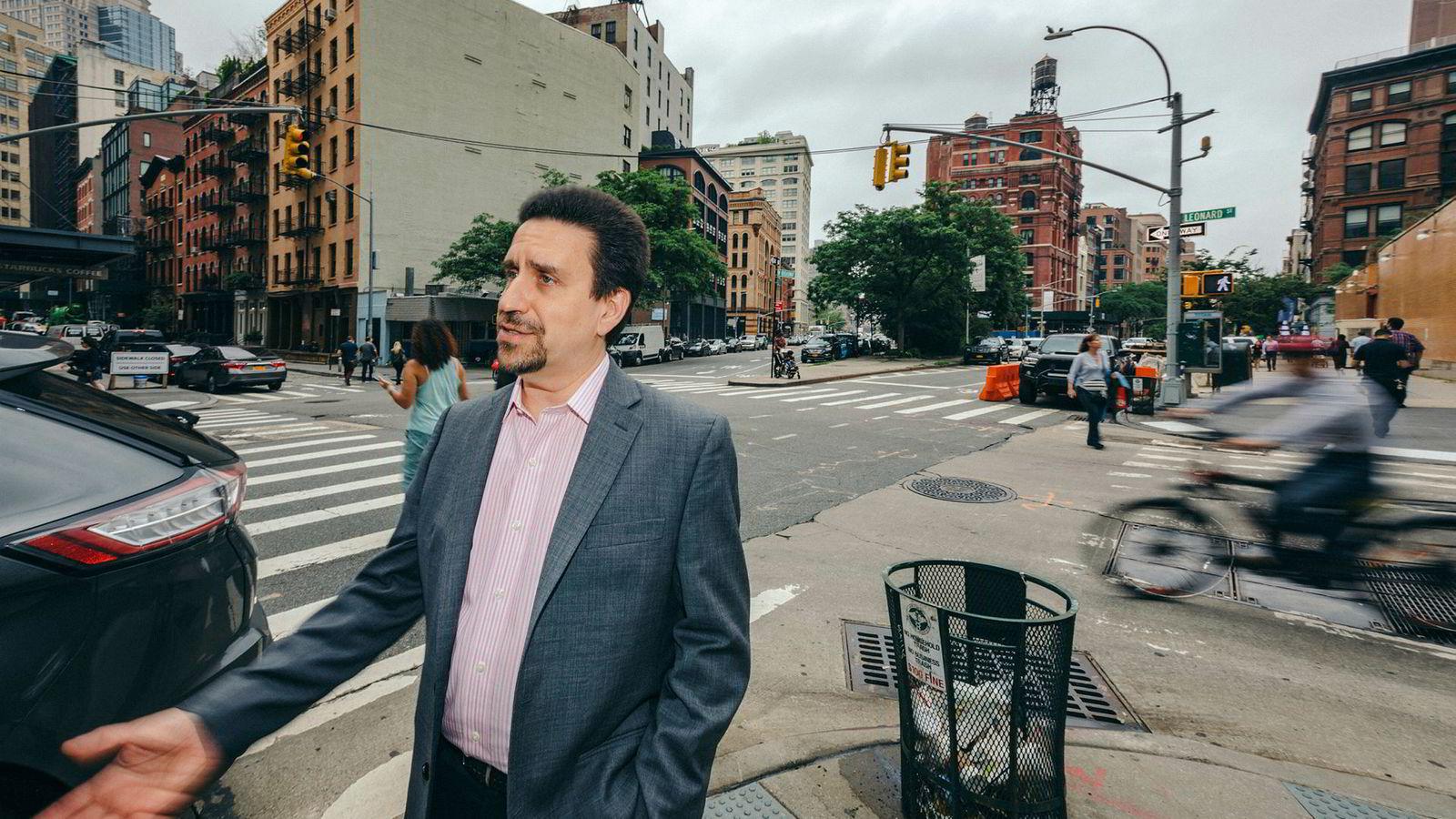 Direktør Glenn Barros i plateselskapet Concord utenfor New York Lawschool hvor den uavhengige musikkbransjen er samlet denne uken for Indie Week.