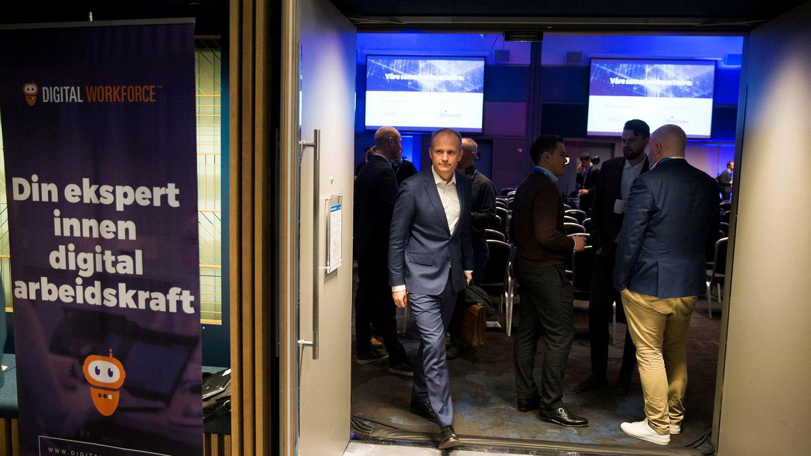 Tore Mydske i advokatfirmaet Thommessen på vei ut fra sitt foredrag på DN Fintech-konferansen i Oslo. – Alt kan gå galt, sier han om fallgruvene rundt bruk av kunstig intelligens i finansnæringen.
