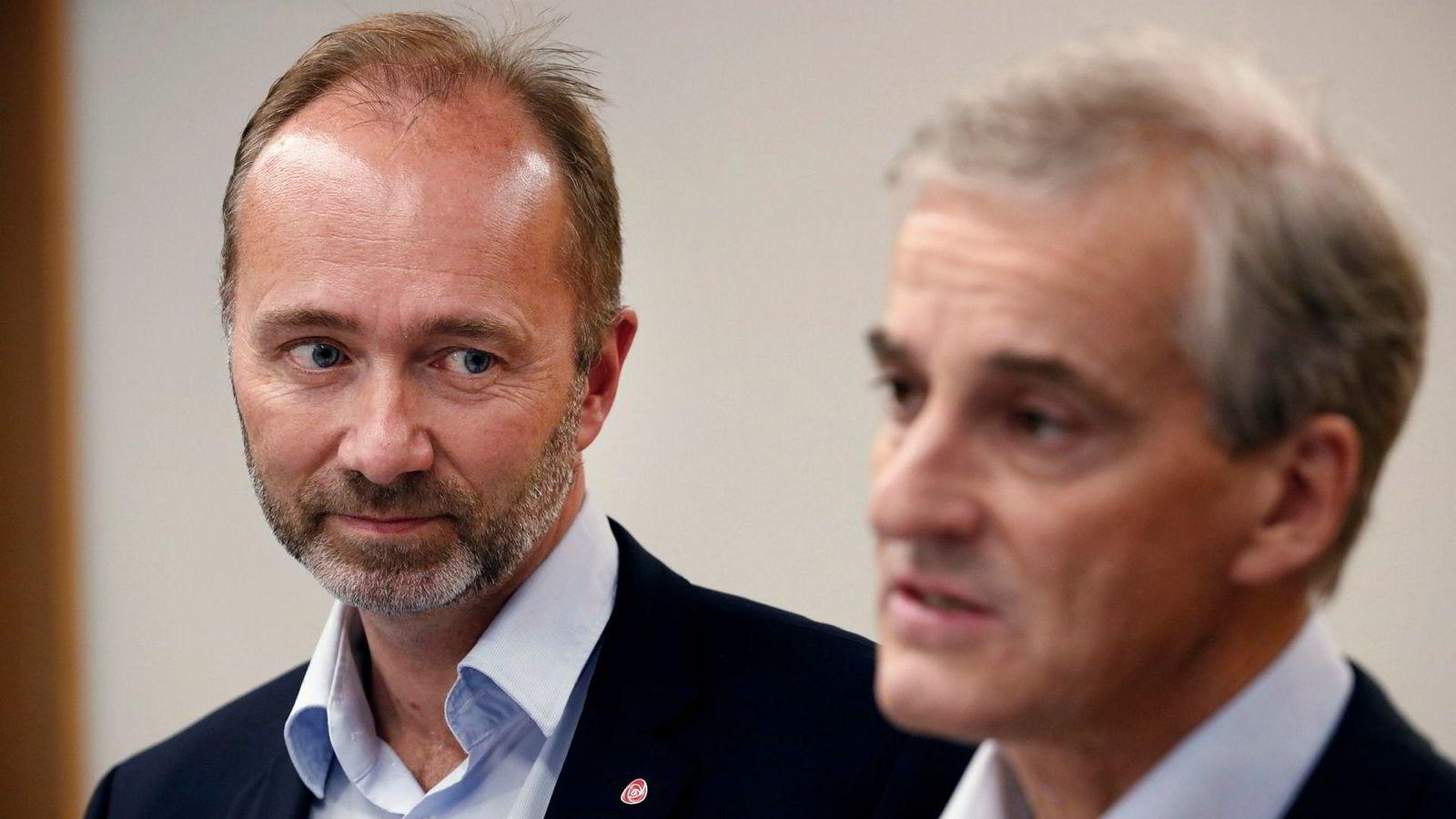 Nestleder i AP Trond Giske og partileder Jonas Gahr Støre holder pressekonferanse tirsdag ettermiddag etter APs sentralstyremøte.