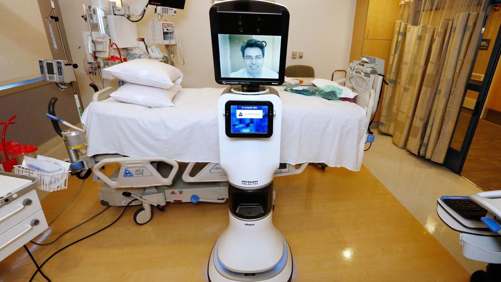 Enkelte legeoppgaver er noen av jobbene som i løpet av kort tid kan overtas av roboter, ifølge forskere. Her fra Mercy San Juan Hospital i California, der legen ikke alltid trenger å være fysisk tilstede for å bistå pasientene. Foto: Rich Pedroncelli, AP/NTB Scanpix