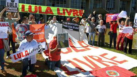 Nytt materiale reiser tvil om bevismaterialet som felte tidligere president Luiz Inácio Lula da Silva for korrupsjon. På bildet demonstrerer støttespillere til da Silva.