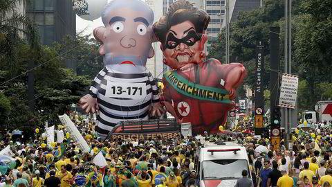 Avbildet er en av årets flere protester, der millioner av brasilianere tok til gatene for å kreve president Dilma Rouseffs avgang. Foto: AP Photo/Andre Penner/NTB Scanpix