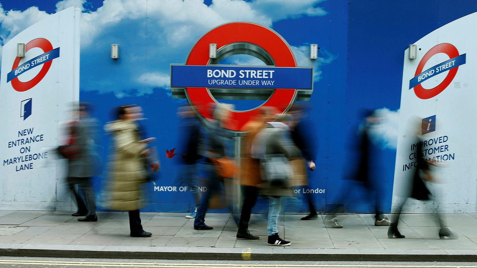 Etter et pilotprosjekt i 2016, har transportetaten i London besluttet å innhente informasjon om passasjerenes bruk av undergrunnsbanen i London ved hjelp av telefonene deres.