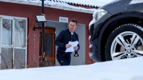 Siv Jensens statssekretær Jørgen Næsje rykker ut med ekstra forsvar for billett- og rabattskatt.