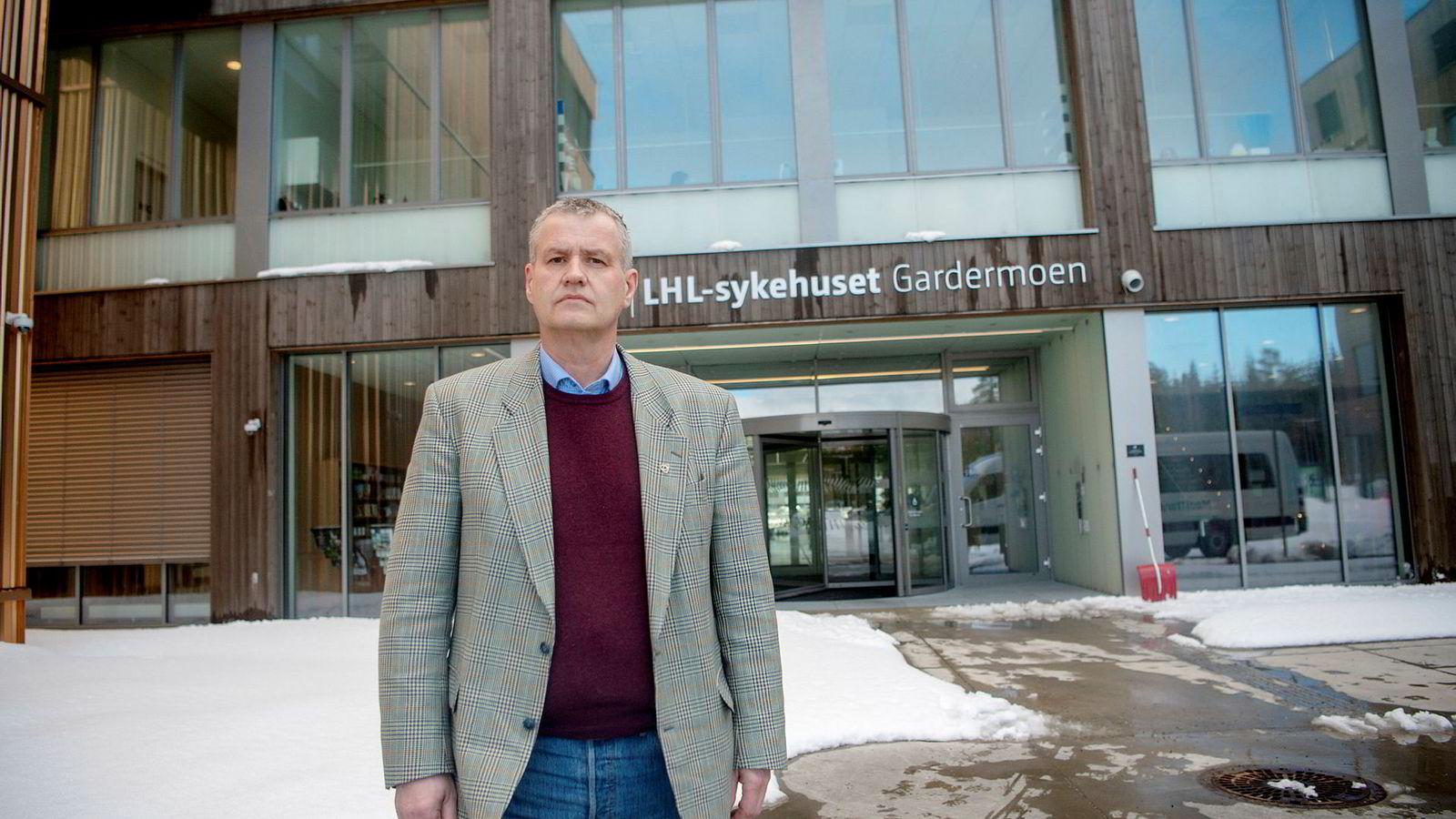 Frode Jahren er generalsekretær i Landsforeningen for hjerte og lungesyke. Her er han på LHL-sykehuset Gardermoen, der det onsdag var krisemøte om økonomien til organisasjonen.