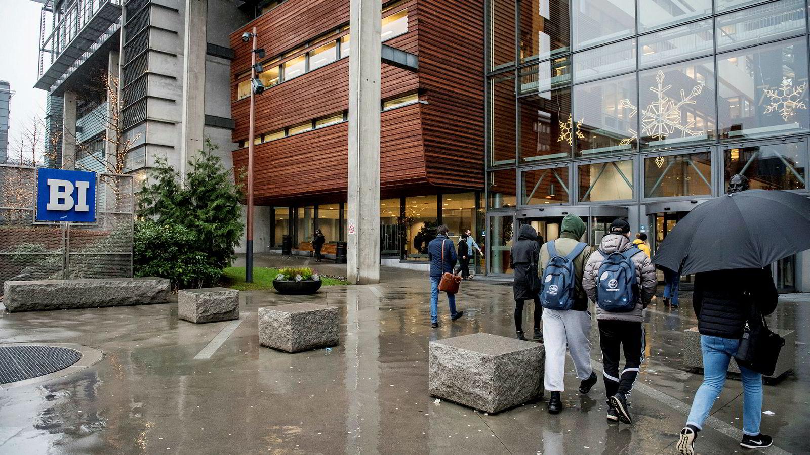Studentene på et studiested ender gjerne opp med å bosette seg og finne arbeid i studiestedets nedslagsfelt. Da bør vi også ha et finansieringssystem som stimulerer til tettere samarbeid mellom universiteter, høgskoler, kommuner/regioner og næringslivet, skriver innleggsforfatteren.