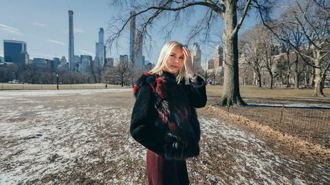 Tiril Flørnes Støle (22) vant en internasjonal casekonkurranse i London denne uken og ble utropt til «Corporate Finance Women of the Year». Torsdag var hun i New York, her i Central Park.