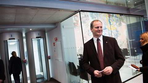 Samferdselsminister Ketil Solvik-Olsen (Frp) har ønsket en større politisk gevinst av gladmeldingene om nyasfalterte veier landet rundt. Foto: Per Ståle Bugjerde