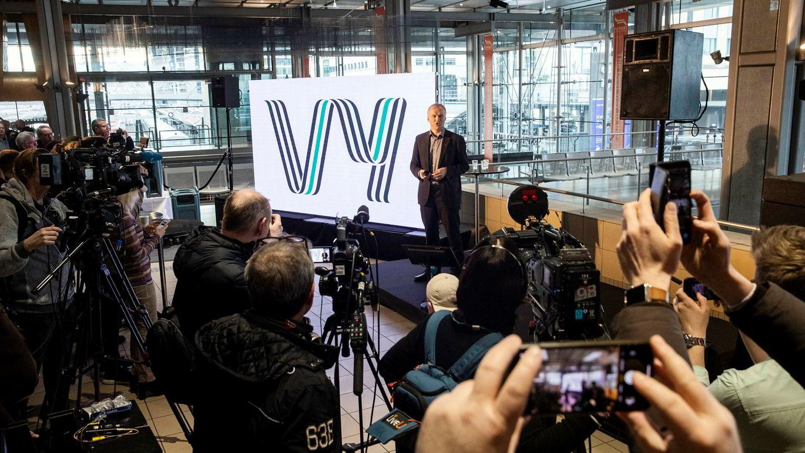 Konsernsjef Geir Isaksen i NSB snakker om en visjon med vyer og ambisjoner for fremtiden. Derav navnet Vy.