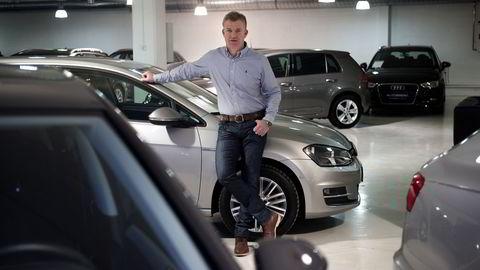 På Ensjø i Oslo tilbyr daglig leder Rune Hall-Henriksen i Autoarena, langt flere bensin- enn dieselbiler. -For oss er det et bevisst valg, sier Hall-Henriksen