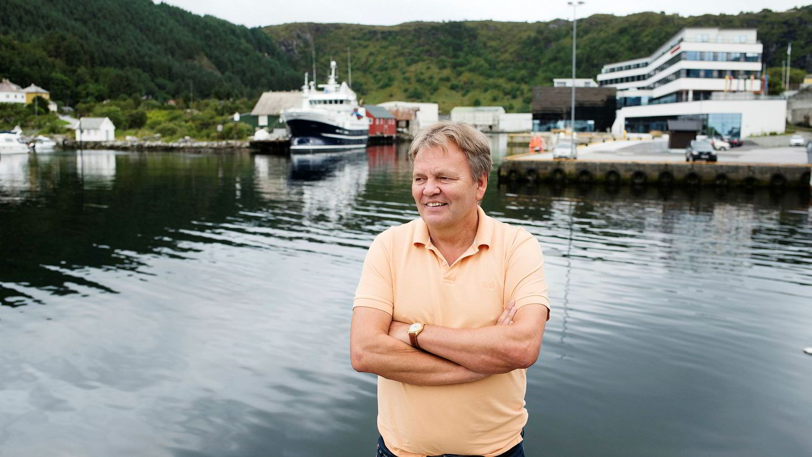 Stig Remøy eier SRR Invest, som tjener penger på torsketråler, krillbåt og offshorebåter i konsernet. Her er han i havnen på hjemplassen Fosnavåg.