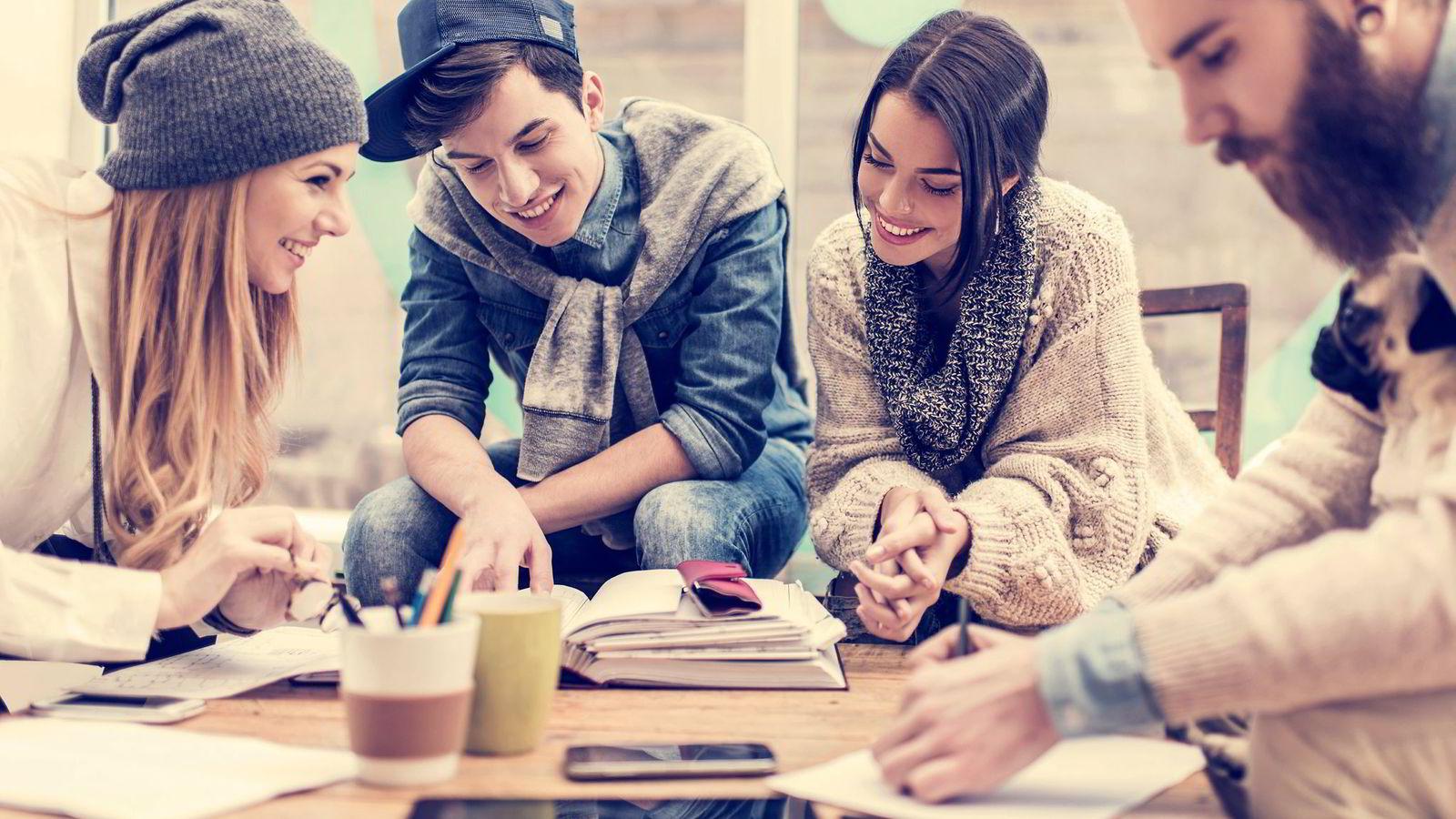 Taletrengte trendanalytikere treffer ikke alltid blink i sine generasjonsanalyser. Nå er spådommen at dagens unge vil bli frilansere og leietagere aller samen.