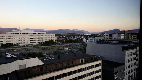 På Radisson Blu Hotel i Bodø betalte vi ekstra for havutsikt, men fikk et grustak i stedet. Hotellet er under oppgradering og byr selv på noe støy innendørs.
