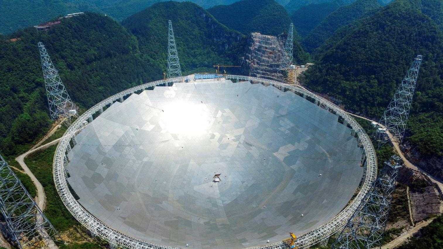 Kina er akkurat ferdig med å bygge verdens største radioteleskop. Foto/Reuters/stringer/NTB scanpix