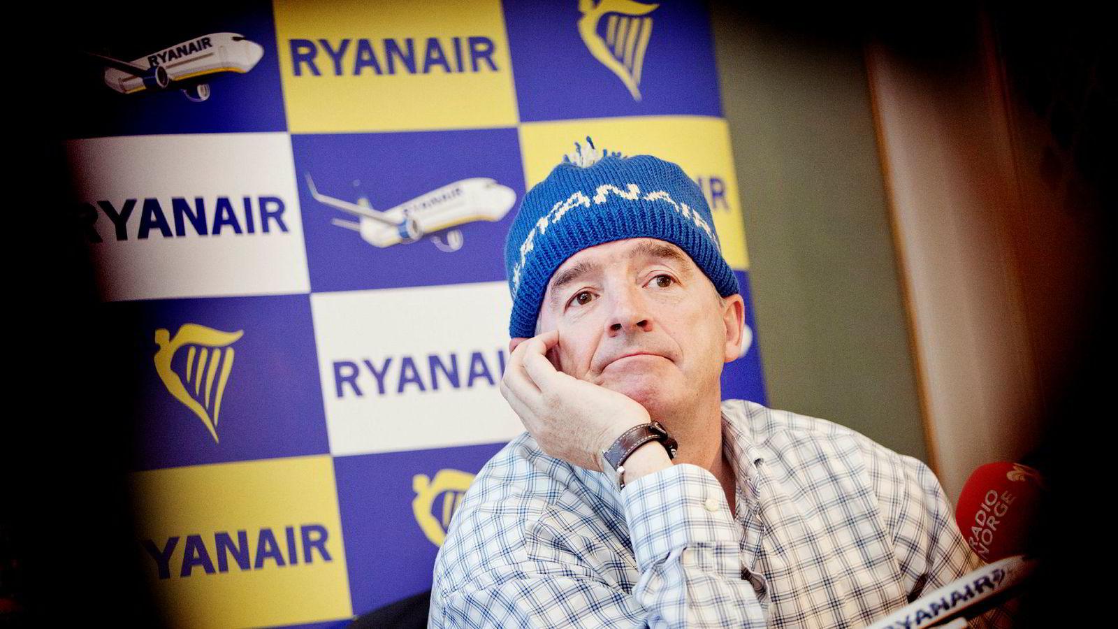 Ryan Air-sjef Michael O'Leary selger flybillettene så billig at Naturvernforbundet vil ha forbud.