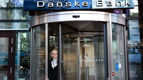 Danske Banks Norge-sjef Tone Lunde Bakker vil gi høyt utdannede en rentegaranti fra nyttår. – Det blir et bikkjeslagsmål, sier informasjonssjef Stian Arnesen. Foto: Per Ståle Bugjerde