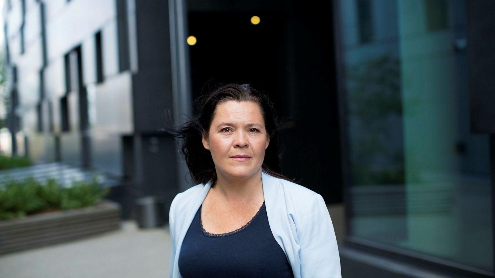 Sjeføkonom Elisabeth Holvik i Sparebank 1 mener sentralbanken har gjort rett som endrer inflasjonsmålet.