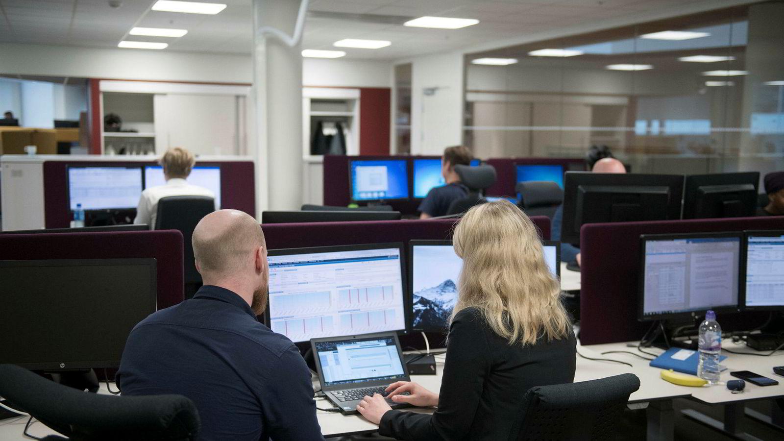 På Nordeas hovedkontor i Oslo sitter flere titall ansatte med overvåkning og oppfølging av kunder og pengestrømmer. Nordea vil hverken gå ut med navn eller ansikt på de ansatte her.