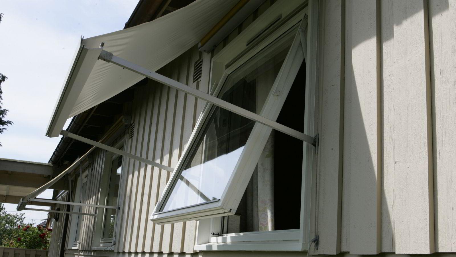 BOLIGINNBRUDD: Et åpent vindu er er en invitasjon til eventuelle tyver. Foto: Terje Bendiksby/