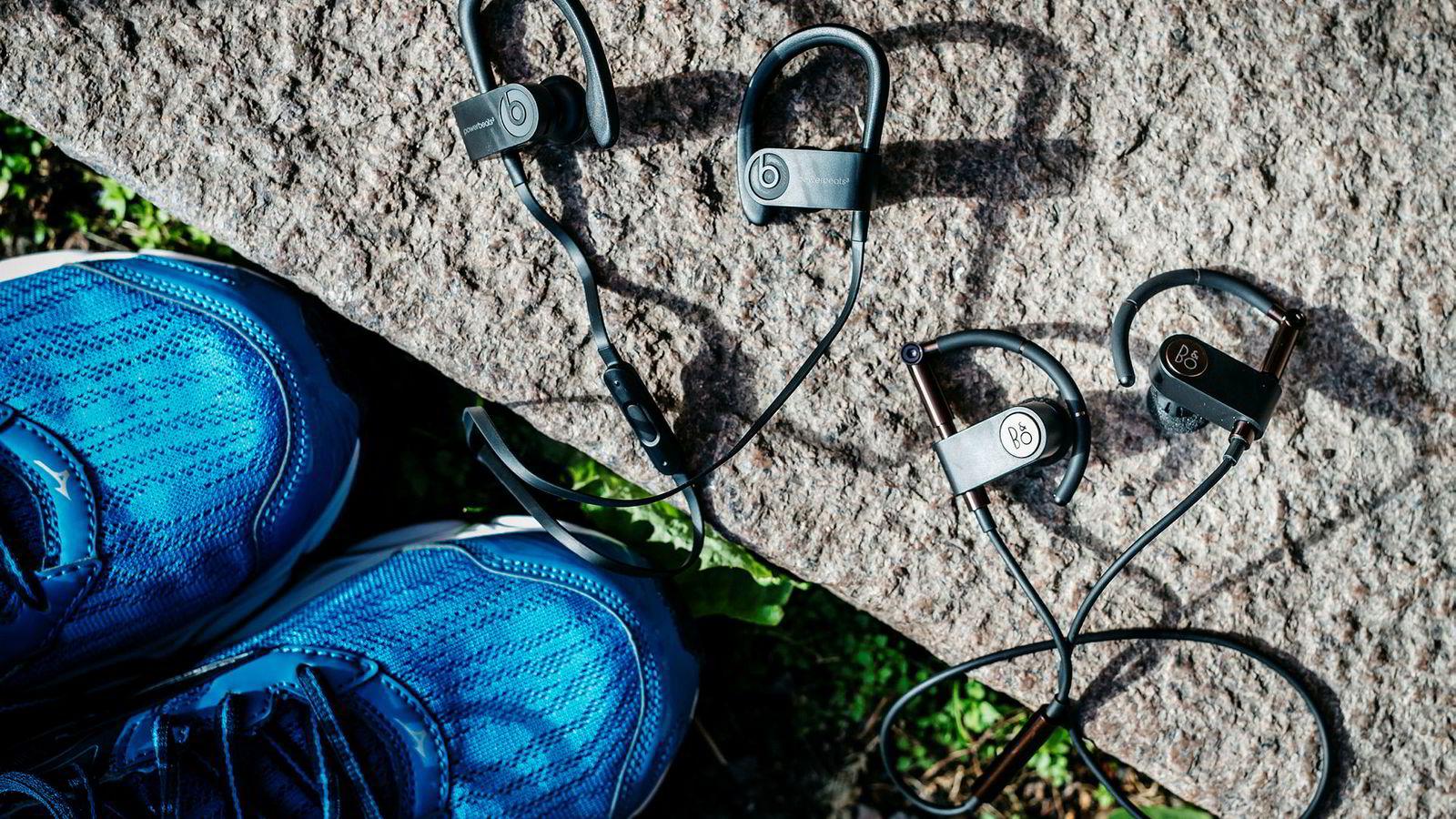 Powerbeats3 og Beoplay Earset er ganske like ørepropper, men den ene koster mer enn det dobbelte av den andre. Vi ser om forskjellen er verd pengene.
