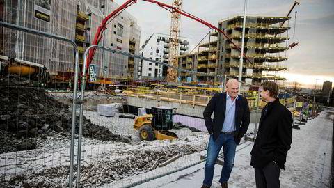 – Vi håper at det sammenslåtte selskapet kan være operativt før påske, sier påtroppende konsernsjef Jørgen Evensen (til høyre) i nye BetonmastHæhre. Til venstre gründer Albert Hæhre som blir den største aksjonæren i det sammenslåtte selskapet. Foto: Per Thrana