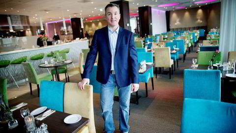 Peter Wiederstrøm, hotellanalytiker i Wiederstrøm Hotel Consulting, har sjelden opplevd like sterke tall som hotellene i Tromsø leverte i februar. Foto: Øyvind Elvsborg